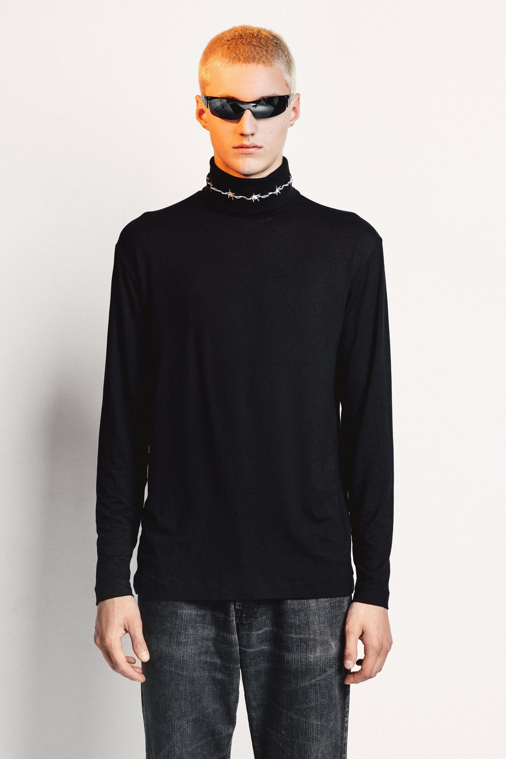 BARBED WIRE TURTLENECK
